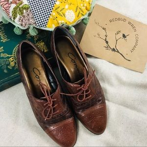 Vintage brown leather Oxford shoes
